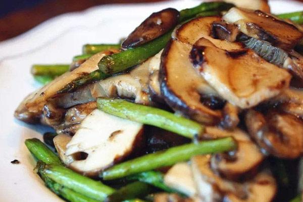 芦笋炒冰冻松茸的做法,芦笋可以和松茸一起吃吗