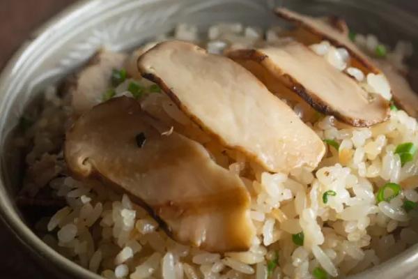 松茸焖饭用热水还是冷水煮好,解冻松茸用冷水还是热水好